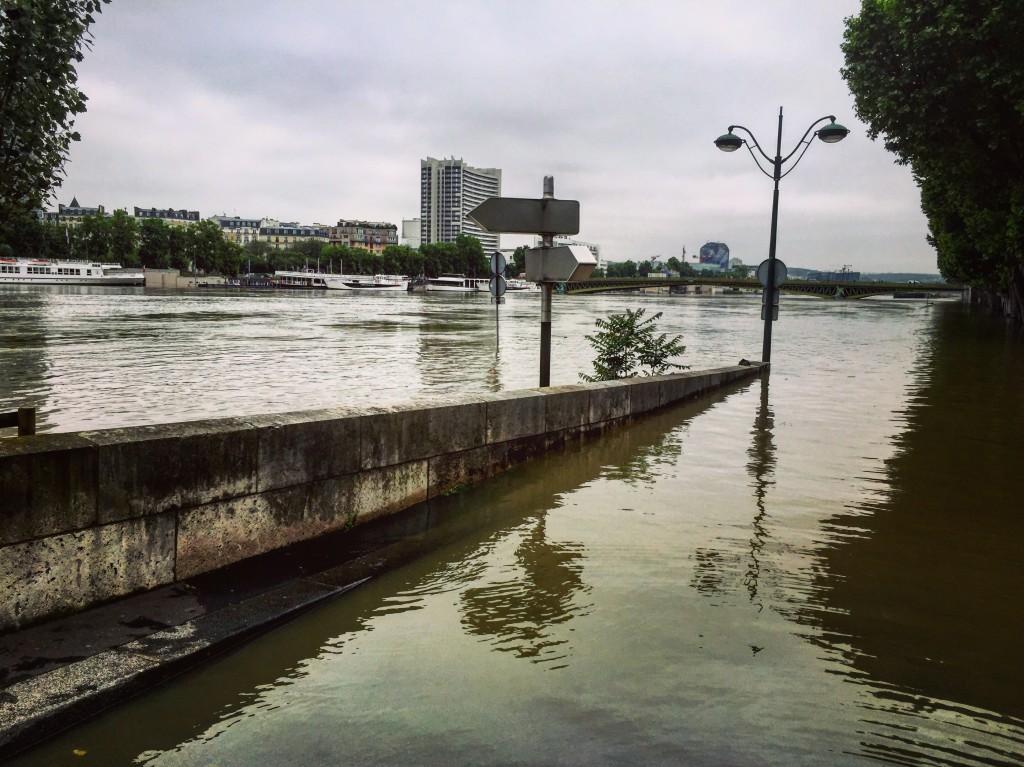 Les quais parisiens sont submergés par la Seine. Juin 2016.