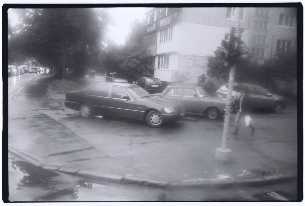 La banlieue de Kiev sous la pluie. Nostalgie d'une époque révolue.