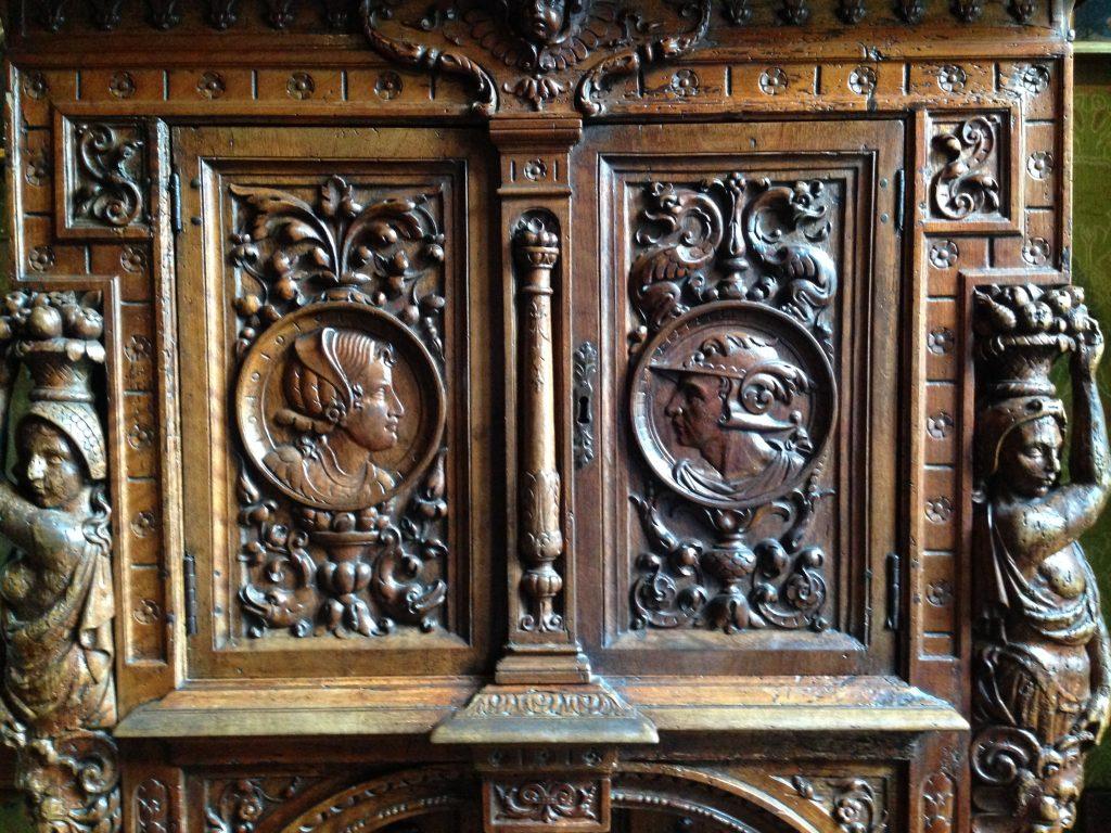 Un panneau de bois sculpté, château de Chenonceau
