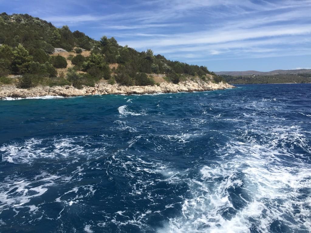 En voilier quelque part à l'ouest de l'île de Brač