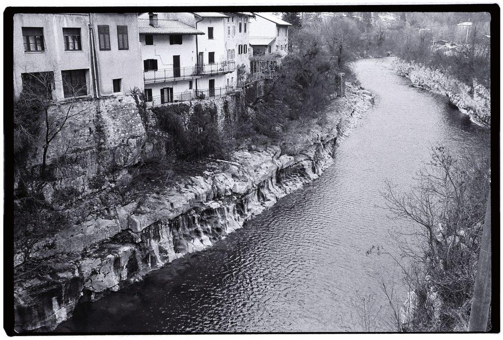 La petite ville de Kanal dans le calme et la torpeur d'un dimanche matin
