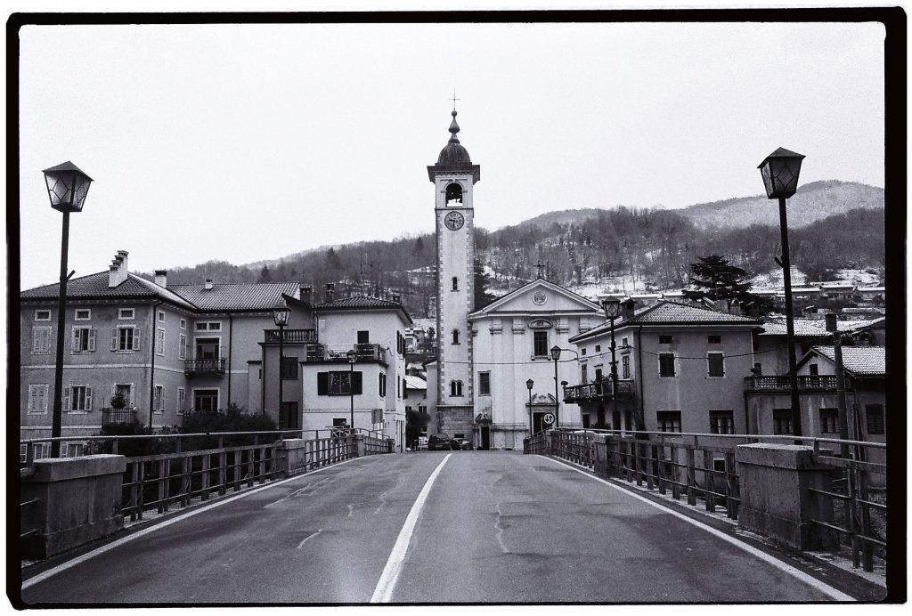 Le pont de Kanal sert aussi de plongeoir en été