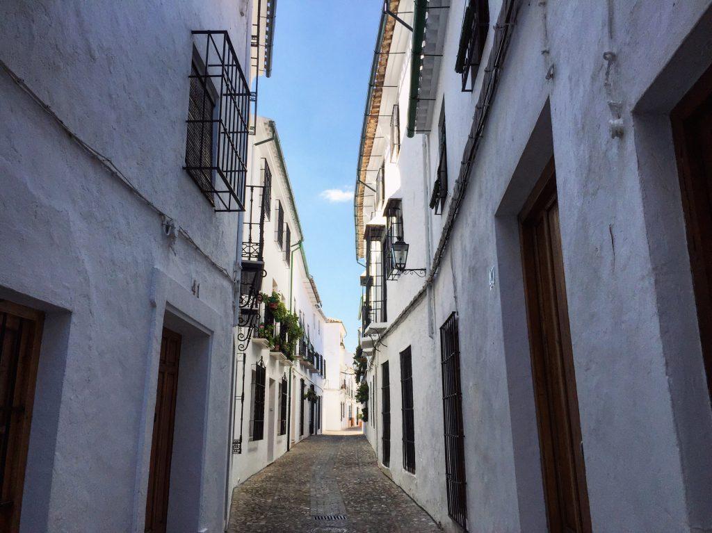 Une jolie perspective dans le plus beau village d'Andalousie