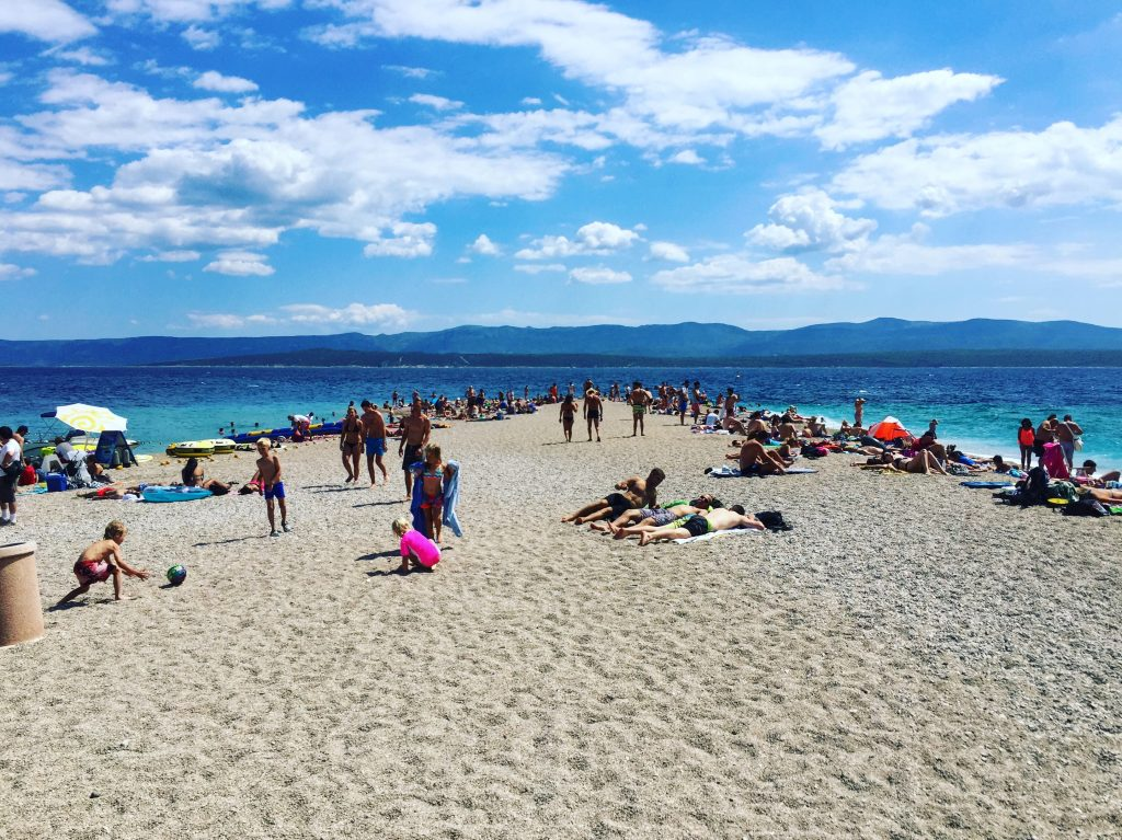 L'extrémité du banc de sable de Zlatni rat qui s'avance dans la mer Adriatique