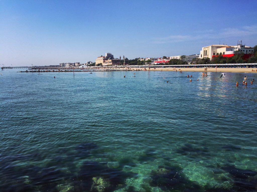 Les plages de Lido, la Mostra hors champ