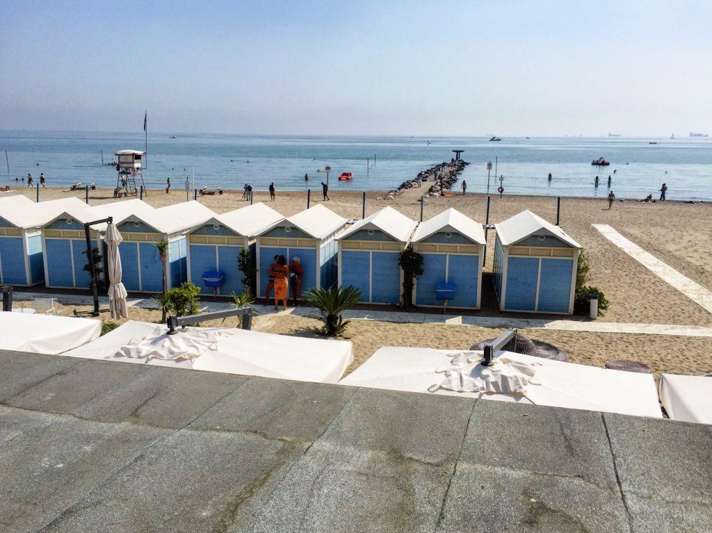 Les cabanes et les plages de Lido à Venise
