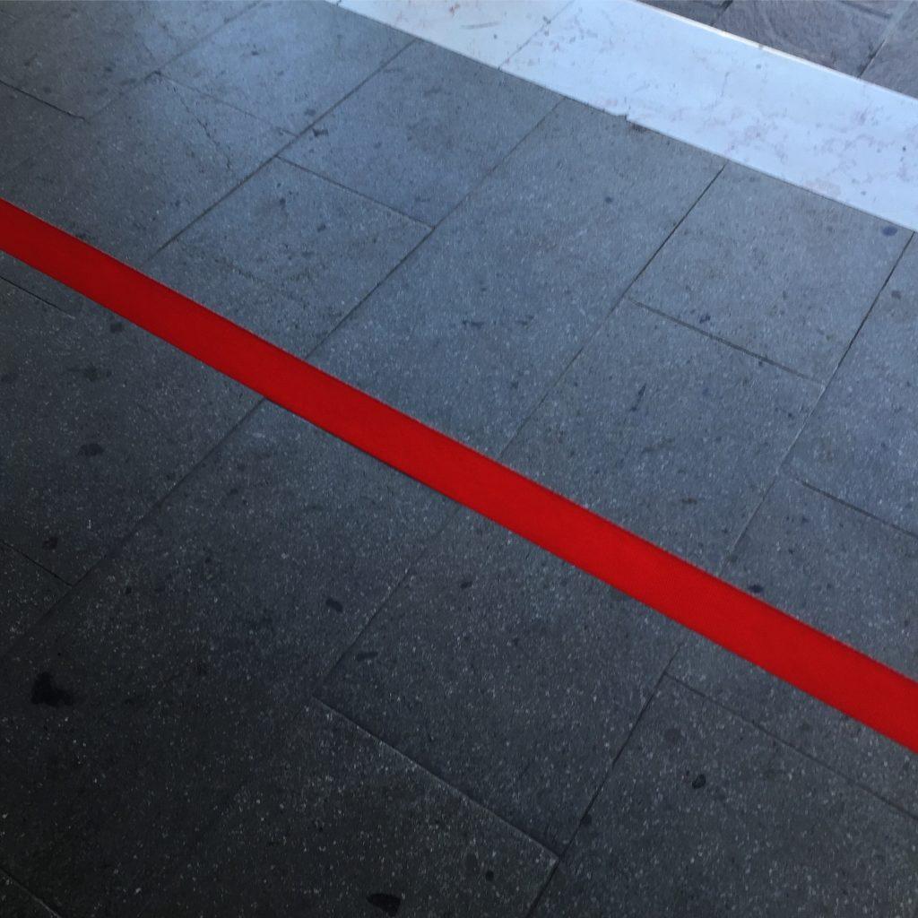 La ligne rouge et la question de l'accréditation.
