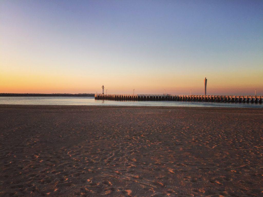La très longue jetée du port d'Ostende
