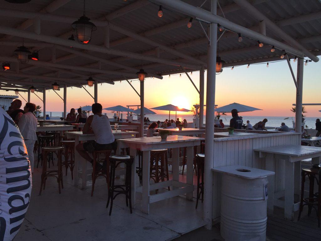 Un bar sur la plage, Ostende