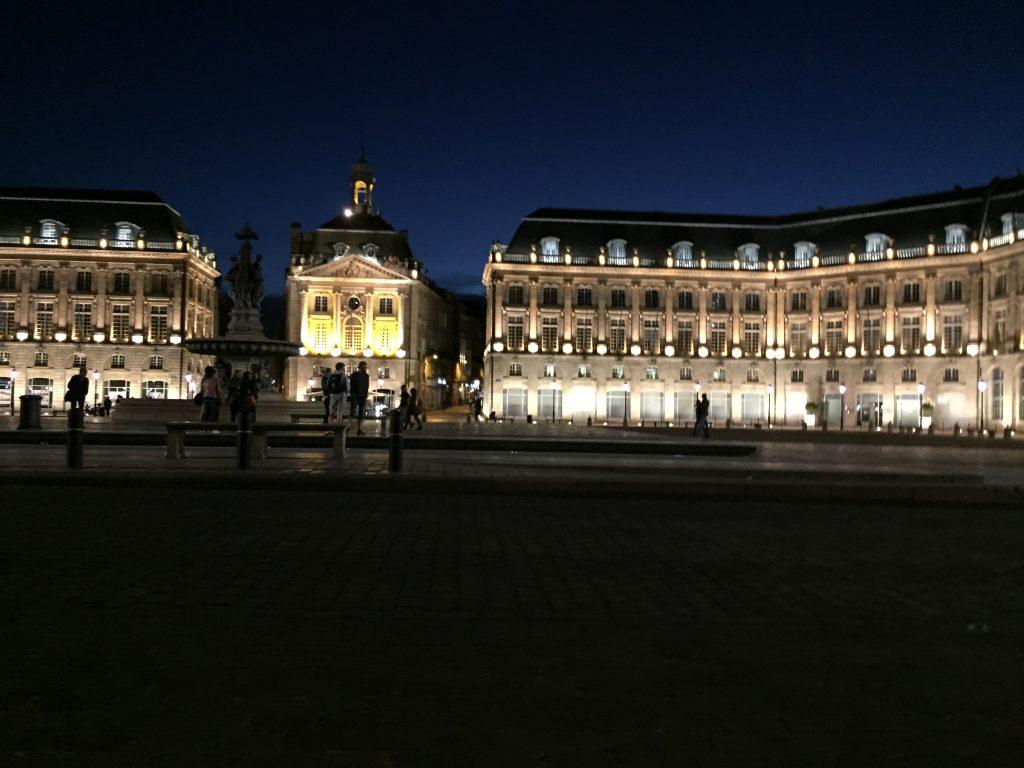 Bordeaux une ville qui se visite la nuit