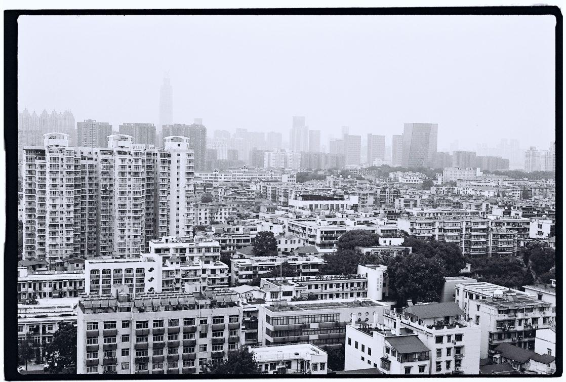 Quelques immeubles du centre ville de Wuhan, photo Yann Vernerie