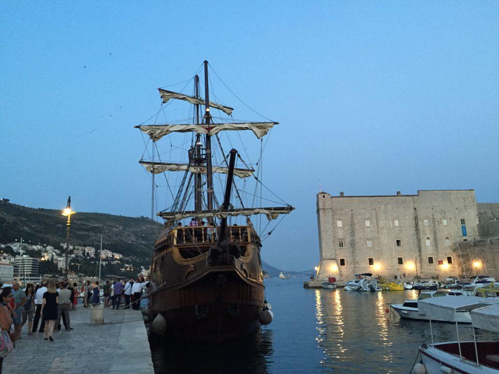 Un vieux gréement dans le port de Dubrovnik