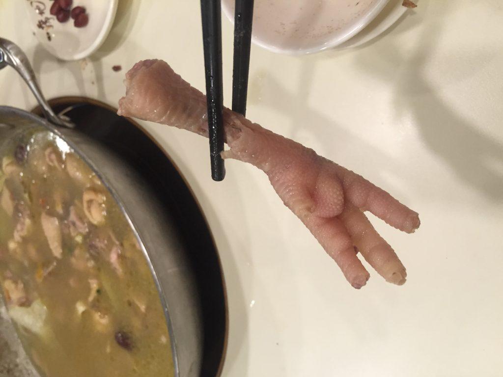 Une patte de poulet retrouvé dans une soupe en Chine