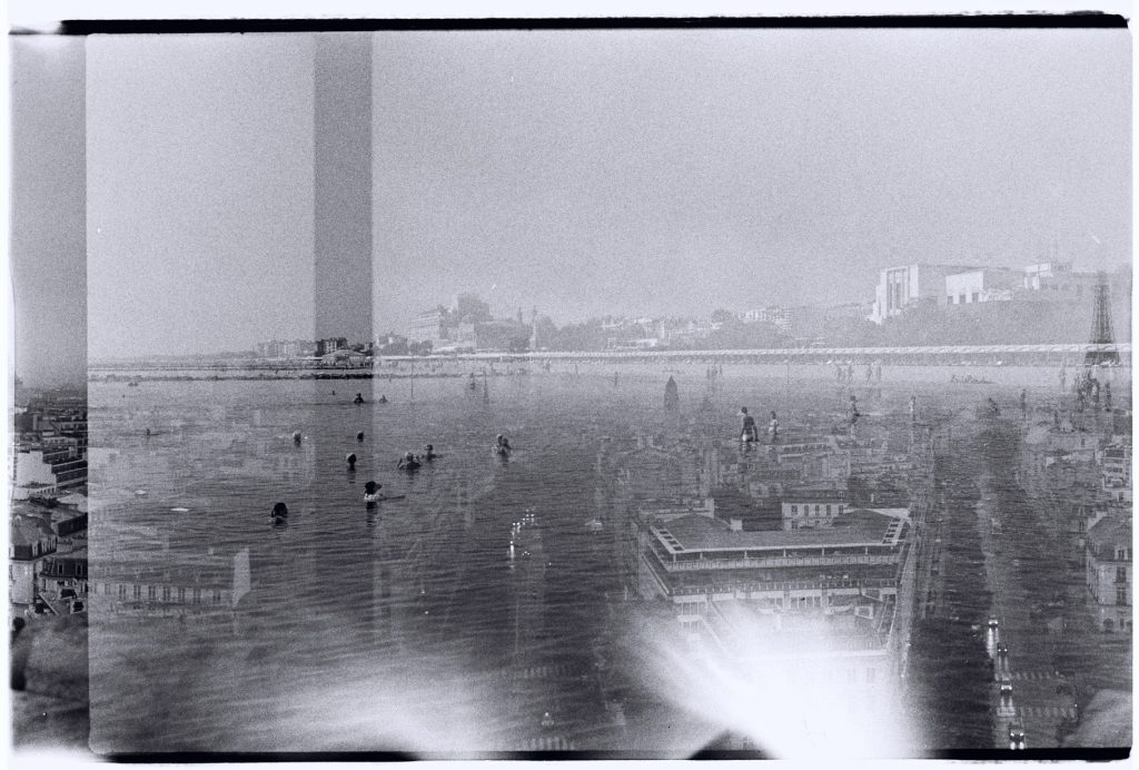 Paris dans la brume et les plages de Venise se superposent