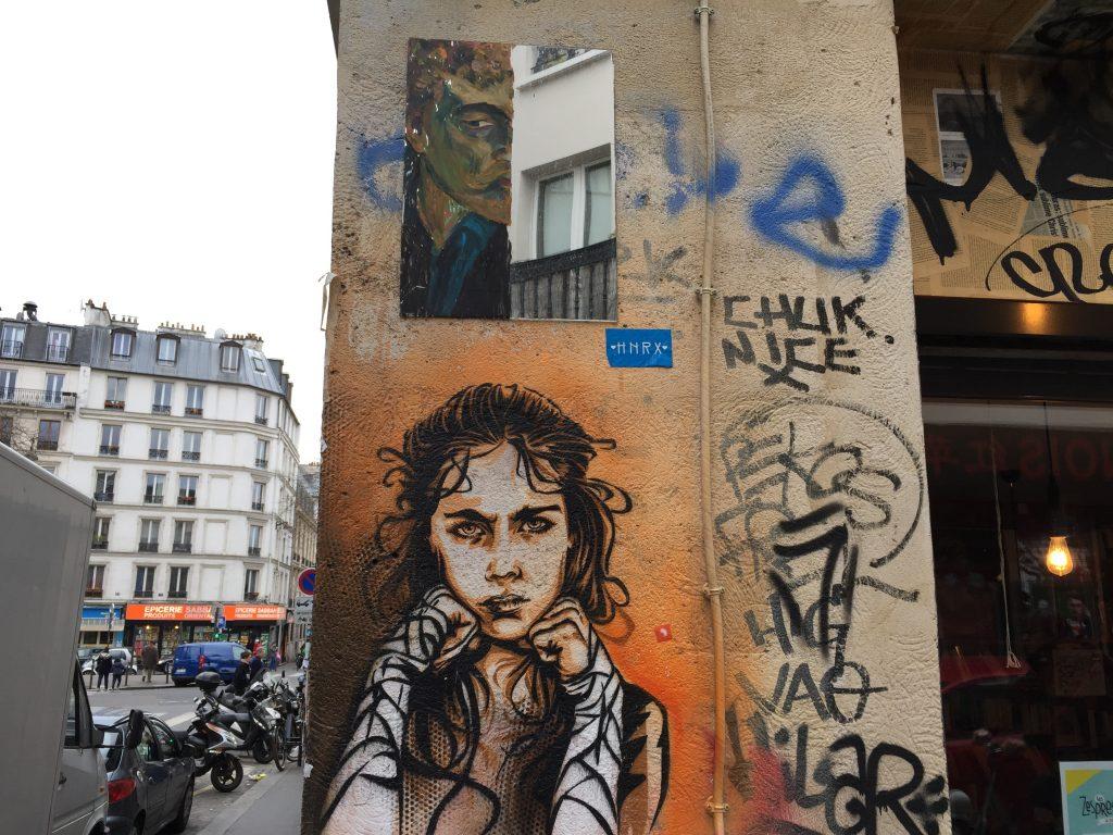Une rue artistique, à l'angle de la rue Denoyez