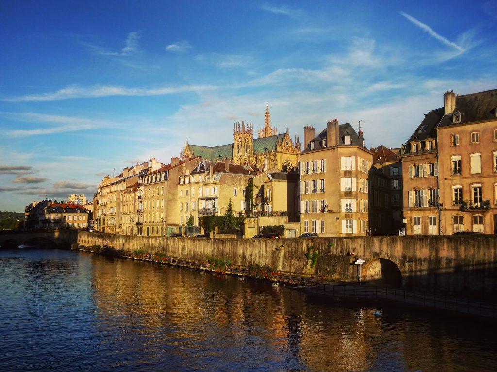Sur les bords de la Moselle à Metz