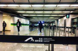 Dans les couloirs de l'aéroport d'Hong Kong, l'un des plus grands aéroports du monde