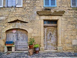 Dans les rues de Saint-Côme d'Olt, l'un des plus beaux villages de France