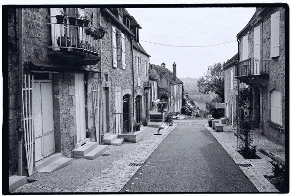 Le paisible village de Domme dans le Périgord