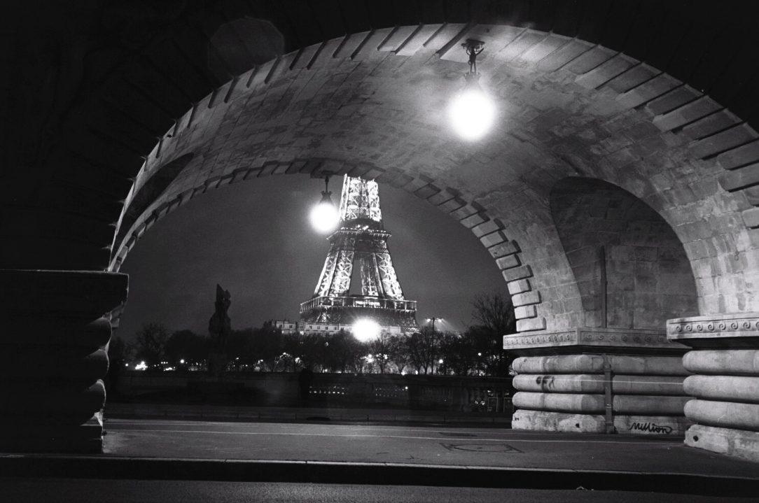 Assez Paris, photos en noir et blanc et au Leica M6 - Escale de nuit ZC26
