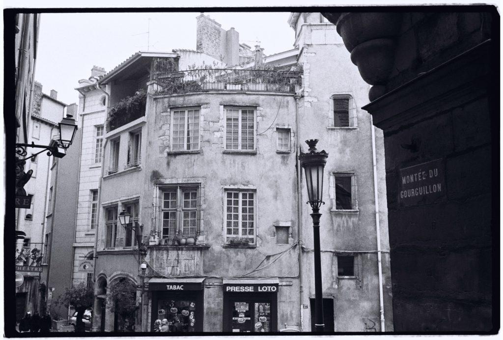 Les rues sombres du quartier Saint-Jean, Lyon