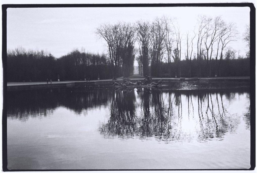 Reflet de l'hiver dans le bassin d'Apollon à Versailles
