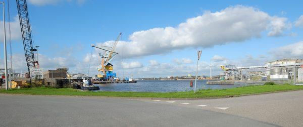 Le port d'Amsterdam sous le soleil