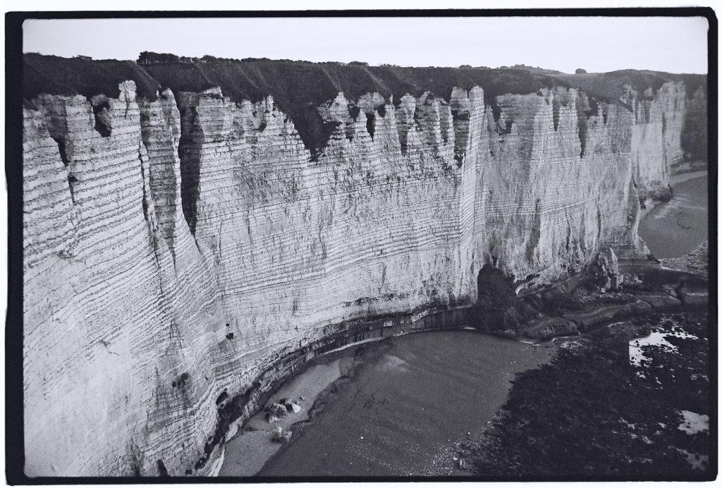 Les falaises d'Etretat un spectacle naturel et minéral