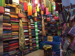 Les tisserands de Fès et leurs tissus aux mille couleurs