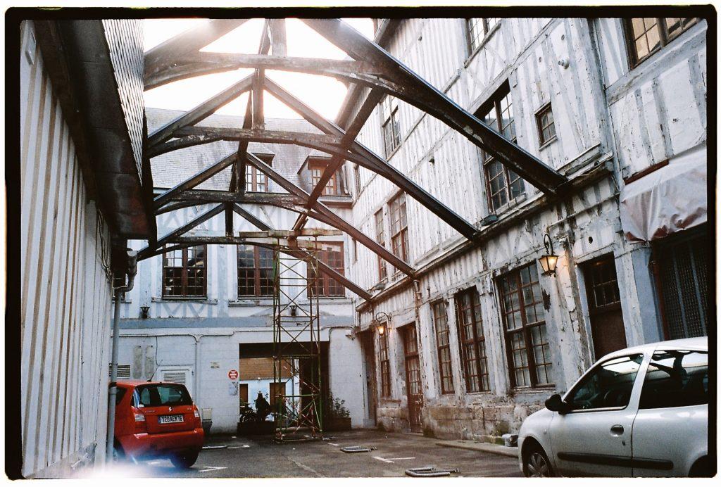 Structure insolite dans le centre ville de Rouen