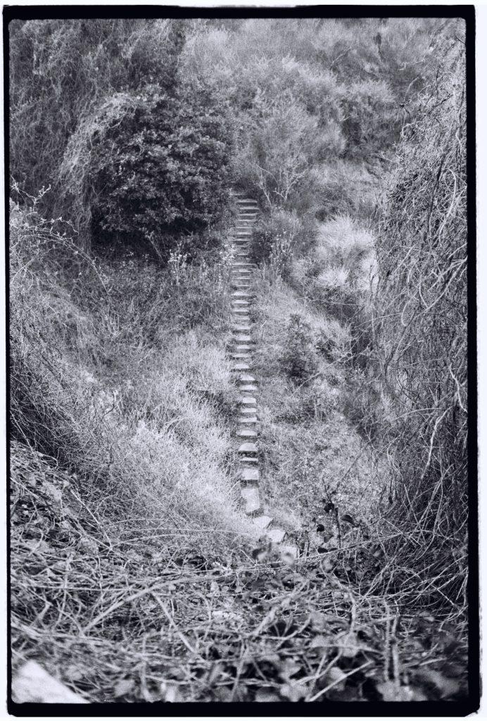 Un escalier pour descendre sur la plage à Saint-Marc sur Mer