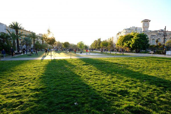 Vers la place Masséna à Nice