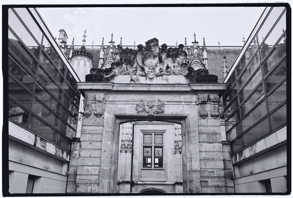 Vue insolite sur le palais de justice à Rouen