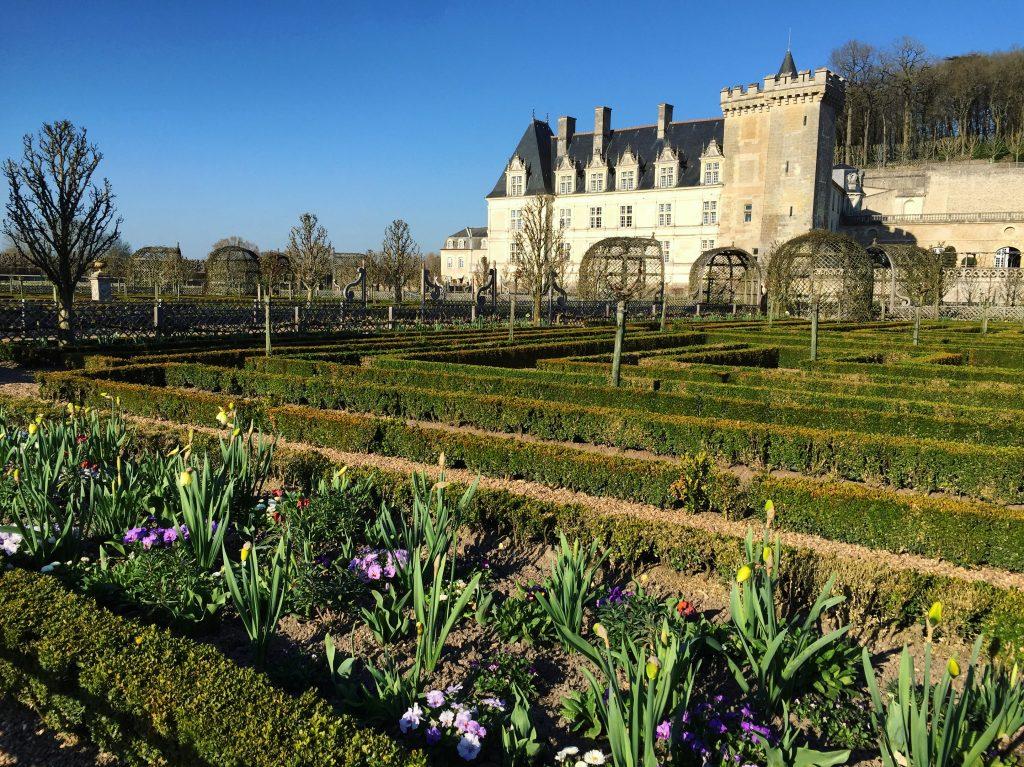 Les parterres du jardin au pied du château de Villandry
