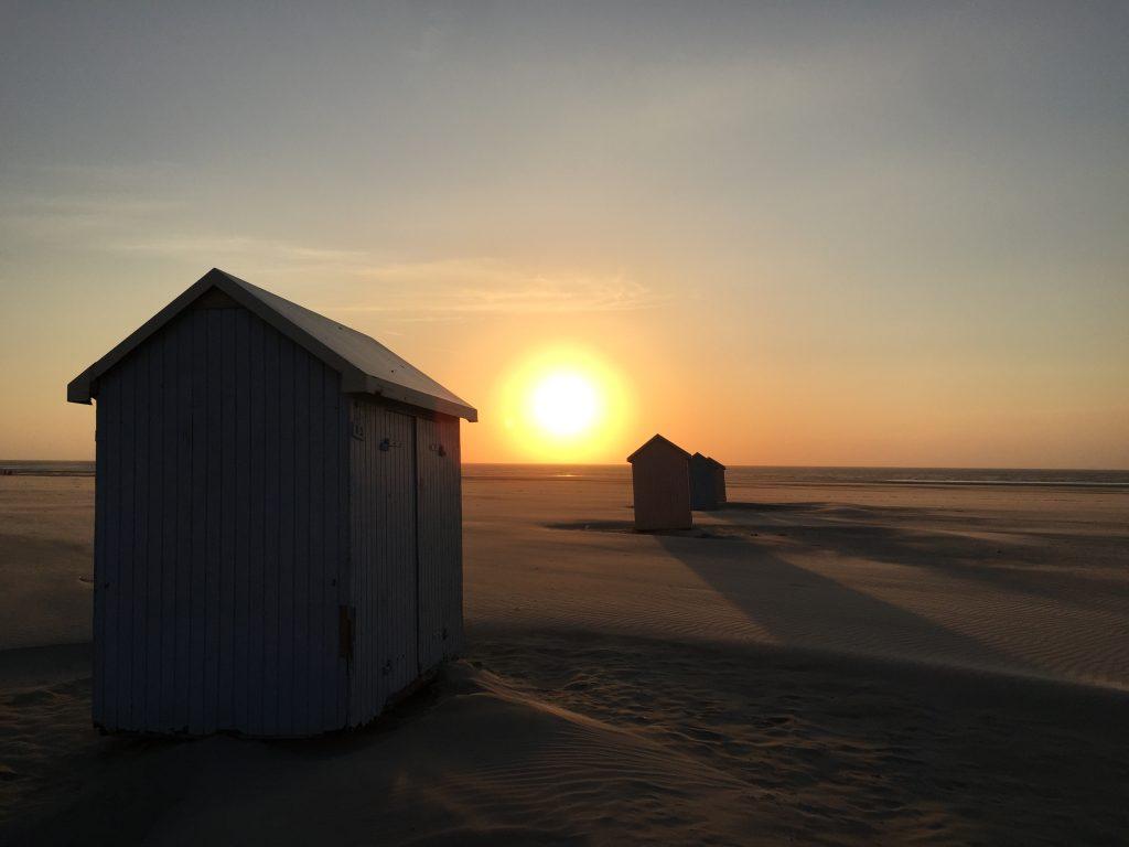 Un coucher de soleil sur une plage du nord de la France