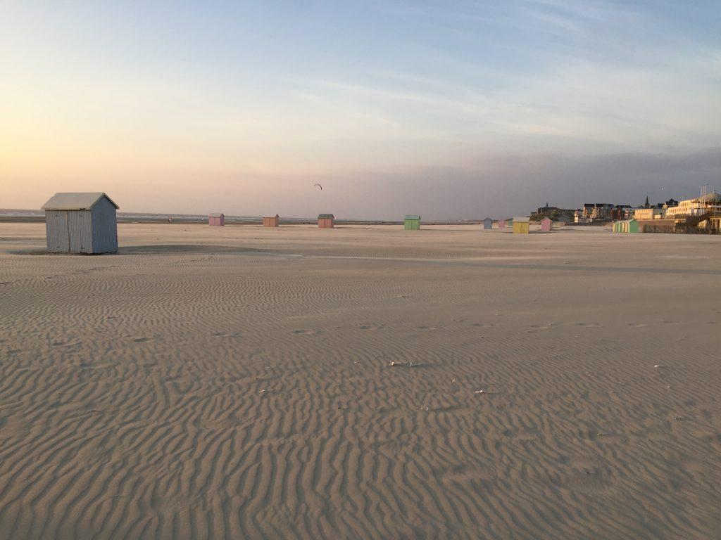 Du sable à perte de vue sur la grande et belle plage de Berck
