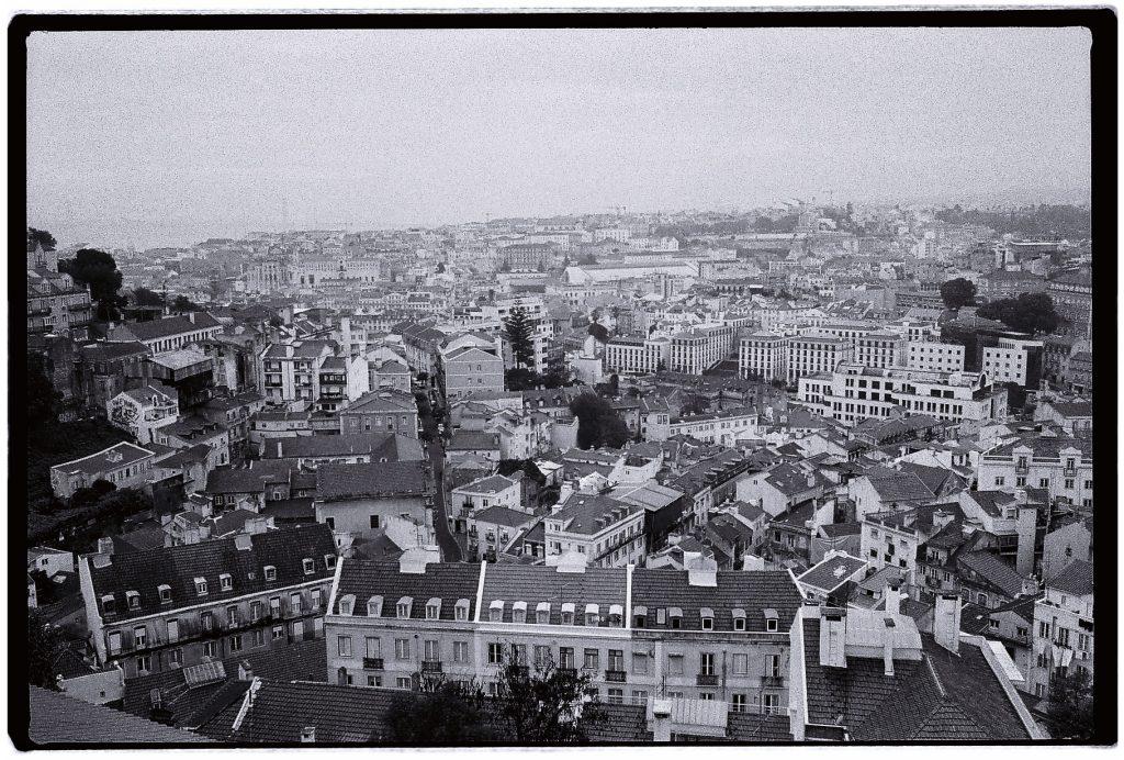 La ville de Lisbonne sous les nuages