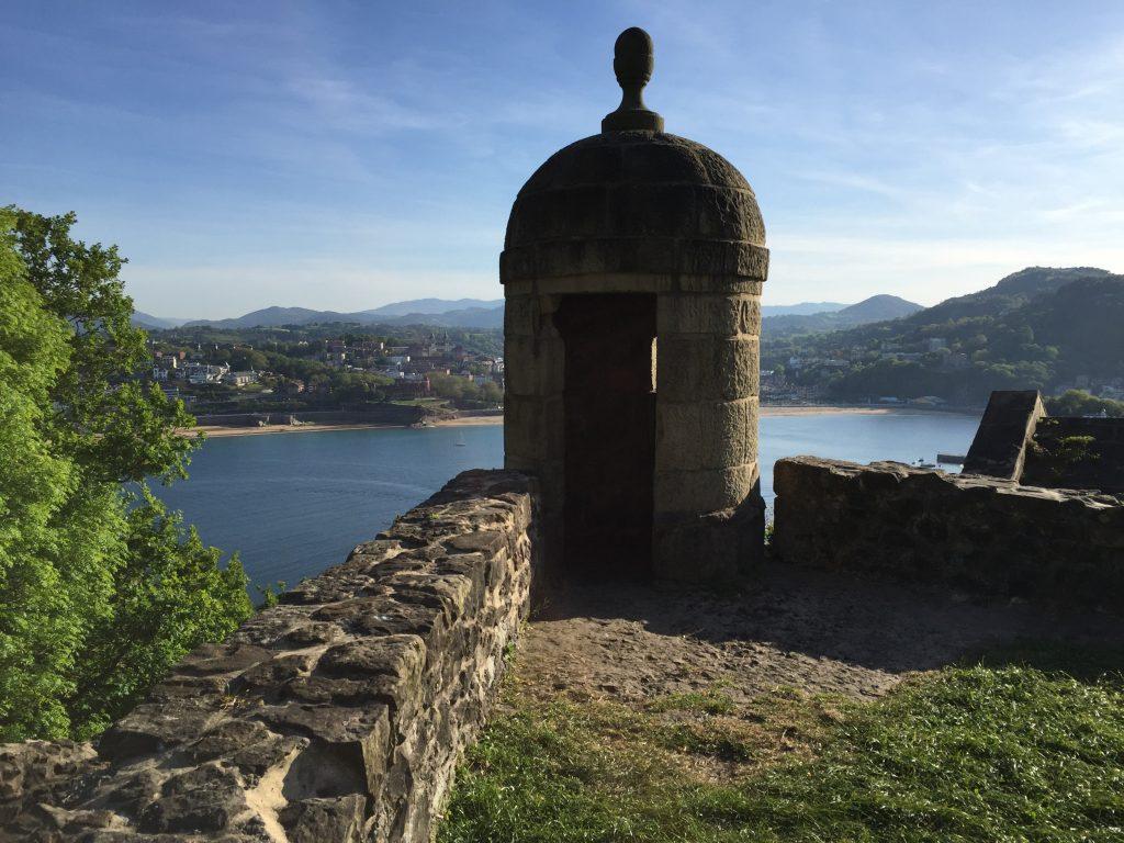 Vue depuis la forteresse et les remparts de San Telmo