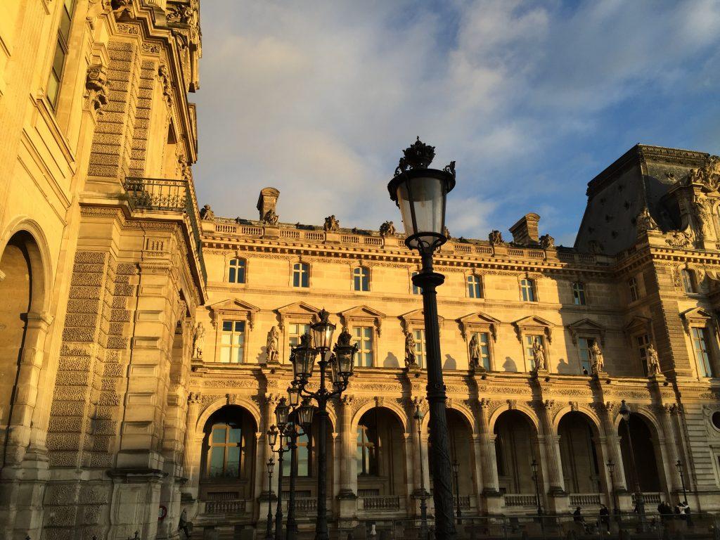 Le fantastique Palais du Louvre, le musée le plus visité de France et du monde