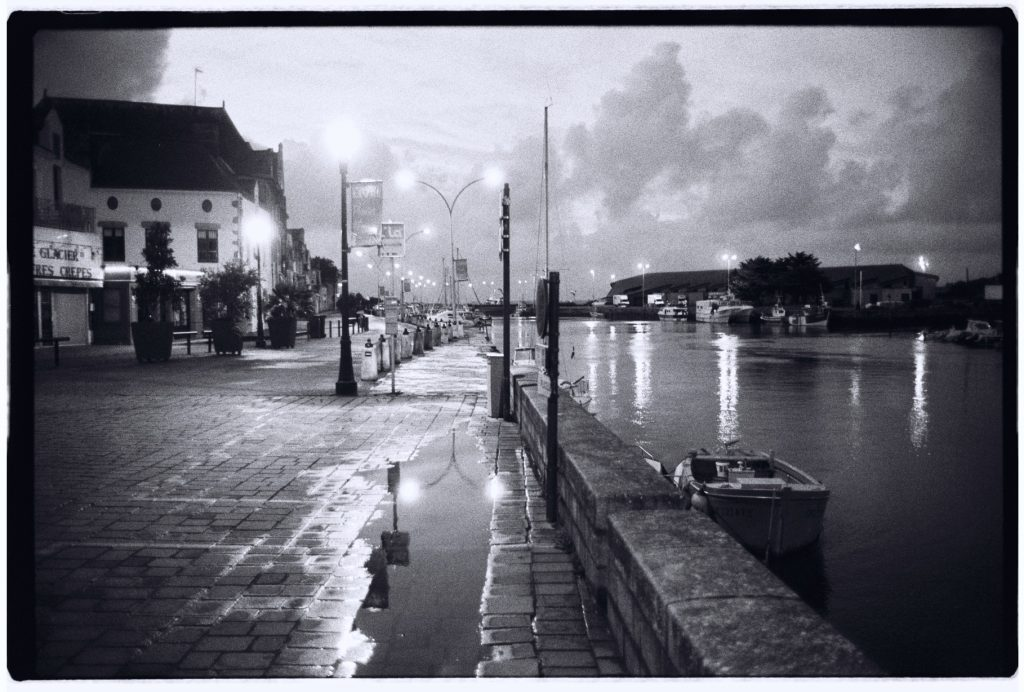 Le port du Croisic au crépuscule