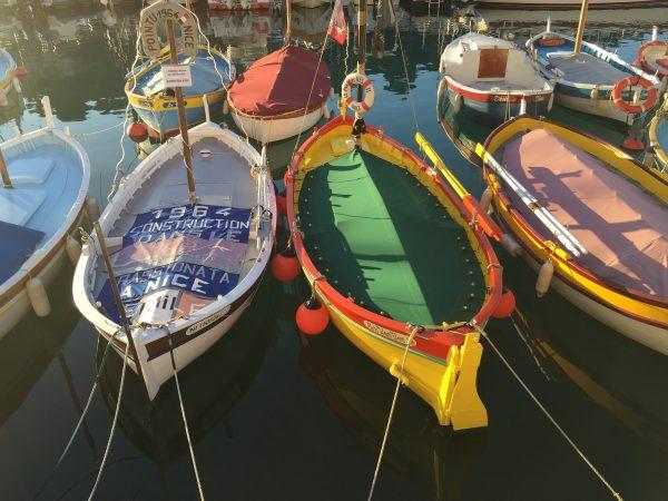 Bateaux traditionnels niçois amarrés au port