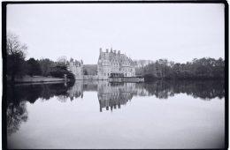Le magnifique château de la Bretesche semble flotter sur l'eau