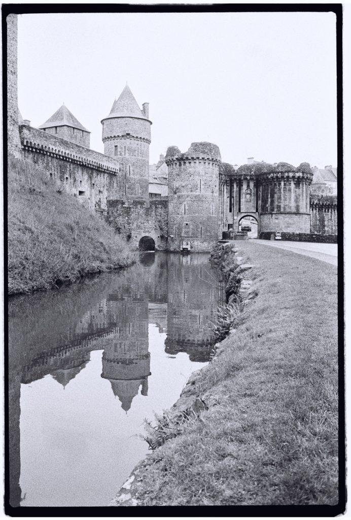 Les douves du château de Fougères l'un des plus beaux châteaux de Bretagne