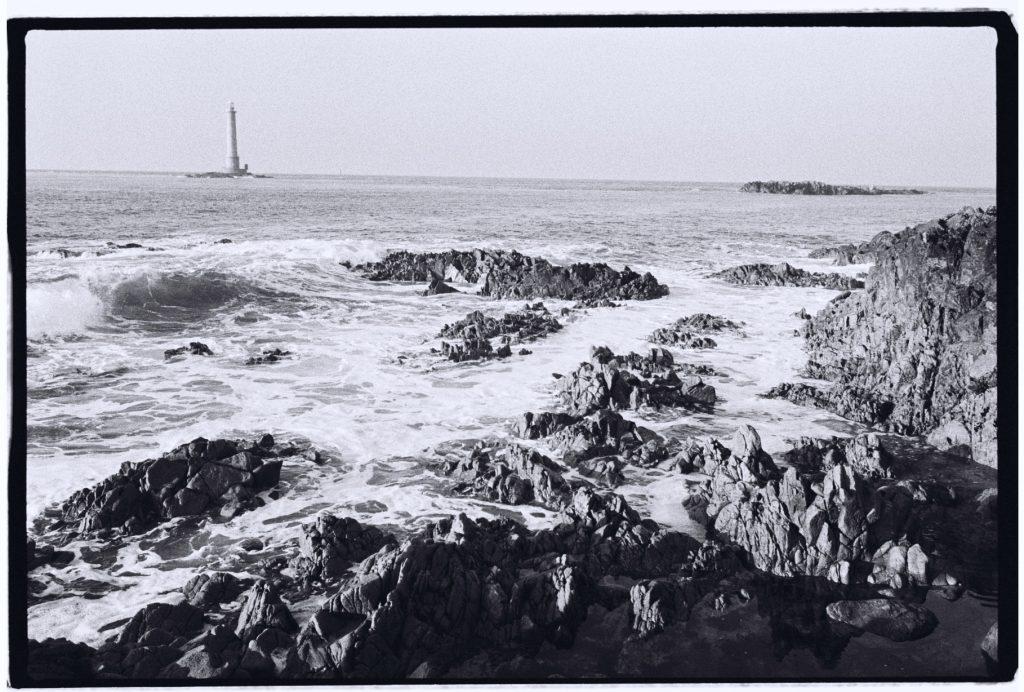 Le phare de Goury marque le passage à l'ouest du Cotentin