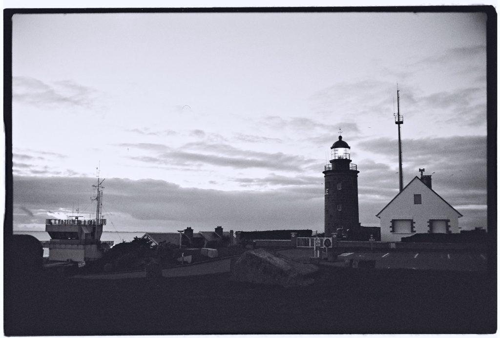 Le phare de Granville au créspuscule