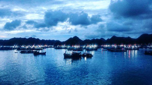 L'un des plus beaux endroits du monde la baie d'Halong au Vietnam