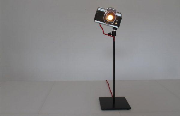 """Un appareil photo reconverti en lampe d'intérieur """"made in Germany"""""""