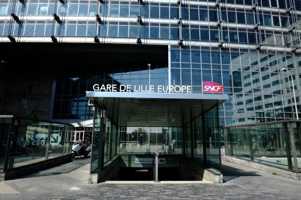 Une des entrées de la gare de Lille Europe