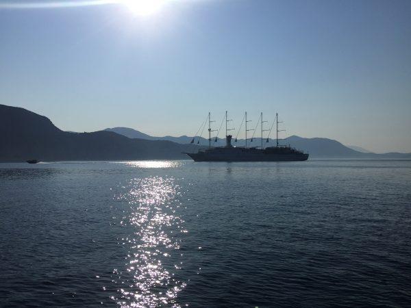 Le Wind Surf croisant dans les eaux croates
