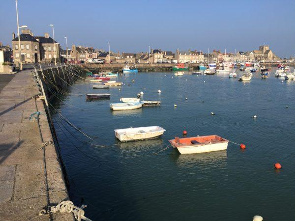 Le charmant port du village de Barfleur dans le nord du Cotentin